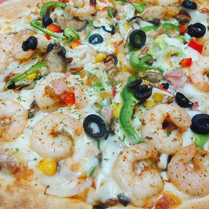 피자 초근접샷 미스터피자 쉬림프피자 였나.. 기억이 안나네Pizza Shirimp 음식사진이라도 사진찍고싶다 먹스타그램 새우가맛있어