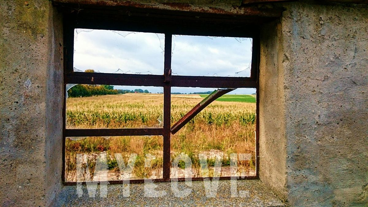 Fenster Verlassener Ort Feld Aussicht Linien Gebaeude Ruine