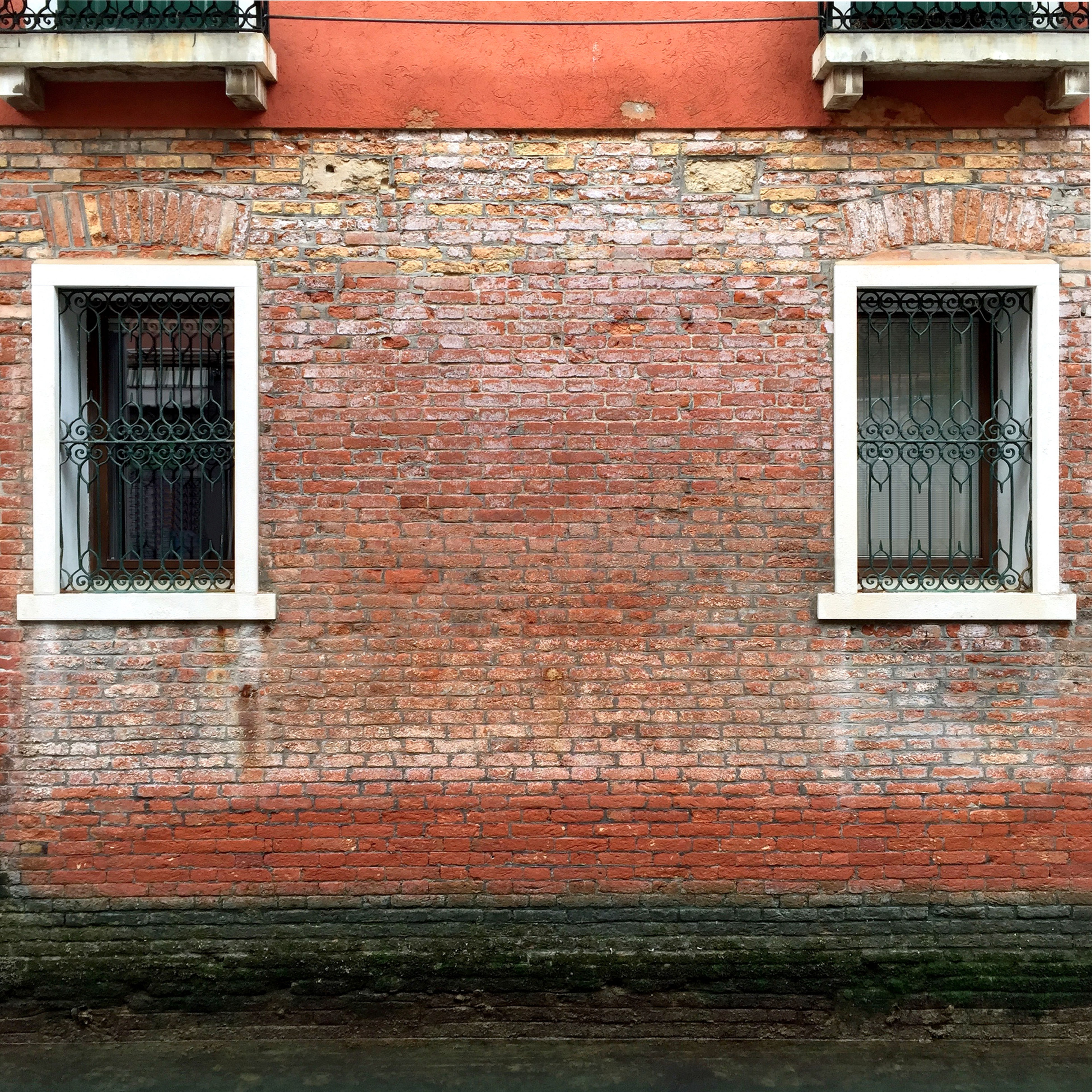 building exterior, architecture, window, built structure, house, door, residential structure, brick wall, closed, residential building, wall, wall - building feature, building, day, outdoors, no people, old, sunlight, facade, exterior