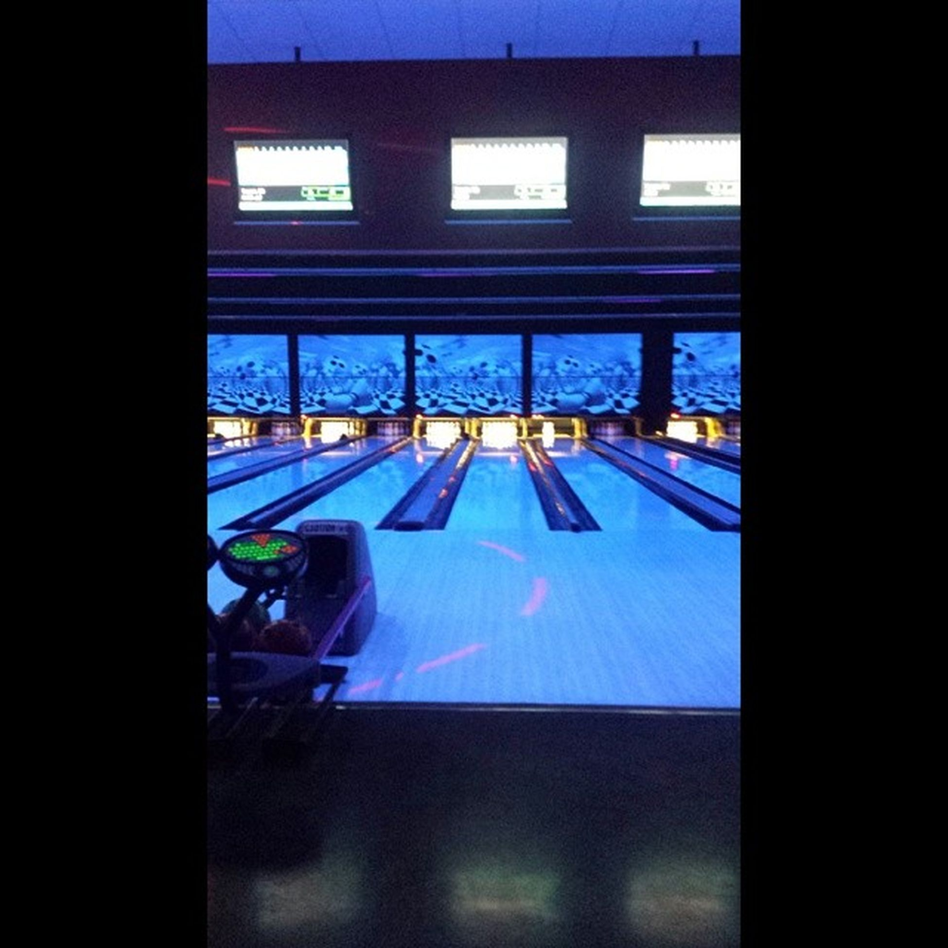 A fun night getting my ass whooped by bri. Love spending time with you @briegiese. You make me so happy. <3 your amazing. Bowling Glowbowling Happy Funnight rideordiechick