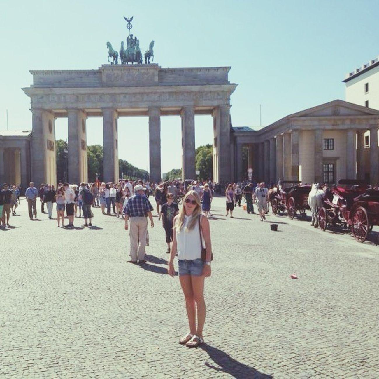 some Sightseeing at Brandenburgertor in Berlin
