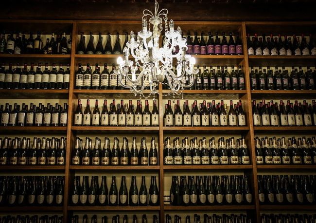 Grat is the fortune of one who has a good bottle, a good book, a good friend. (Molière) 🍇🍇 Alchol Champagne Cellar Chandelier Drink Drink With Friend Grape Reastaurant Red Vine Vine Vine Bottles