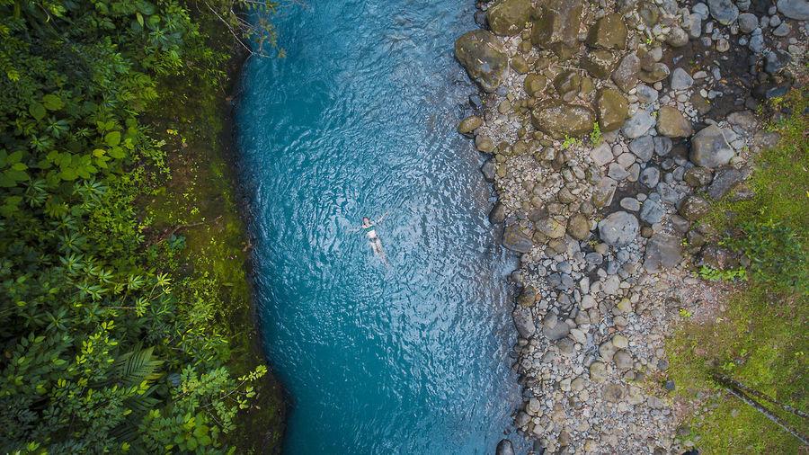 Foto de este fin de semana en rio celeste con phantom 4 Costa Rica Drone  Guanacaste Costa Rica Beauty In Nature Day Dronephotography High Angle View Nature Outdoors Rioceleste Tree Water