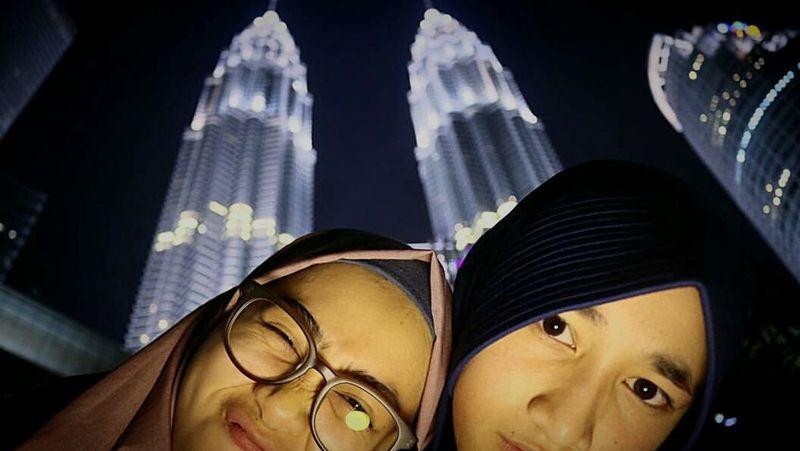 Malaysia Twin Towers Night Me Followme