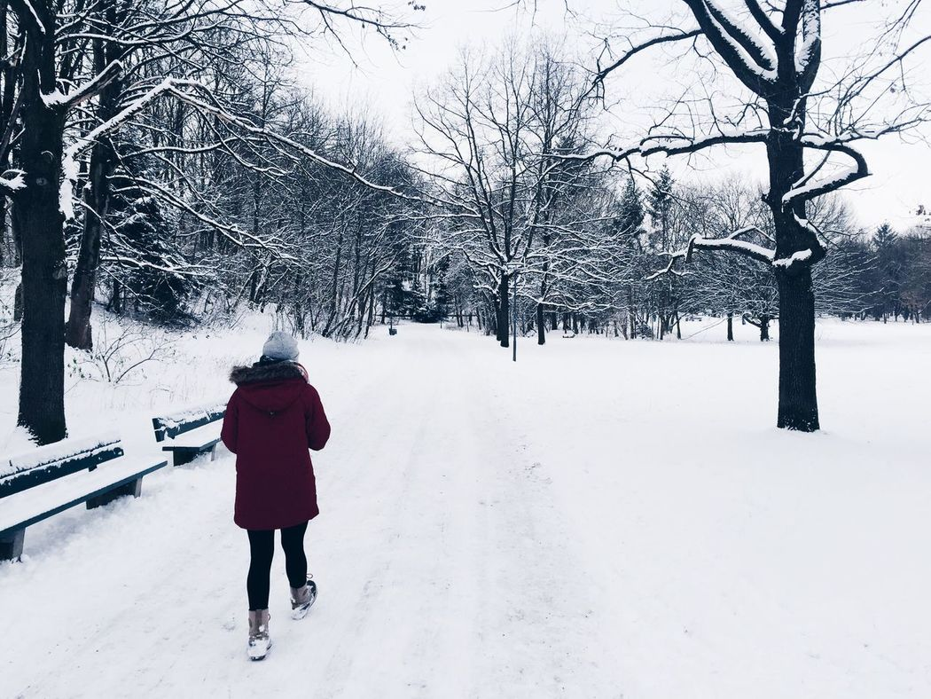 Stroll in the snow ❄️❄️❄️ Stroll Strolling Snow Snow ❄ Snowing Snow Covered Munich MUC Hirchesgarten Park Red Coat Girl Trees