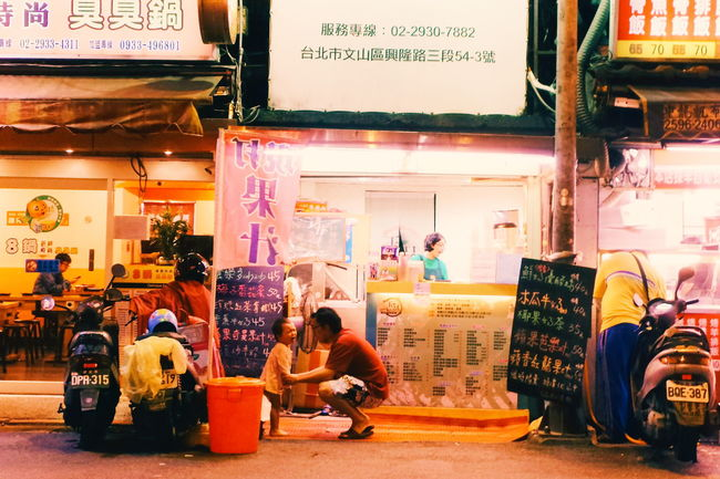 Baby crying Taking Photos Nightphotography Eyeemtaiwan Streetphotography Xhinmania Childhood Vscocam The Week Of Eyeem Lifestyles