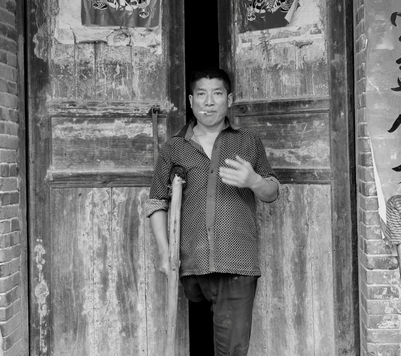 a man HuBei China Man Looking At Camera Blackandwhite Streetphotography EyeEm Leicacamera Leicam Capture The Moment EyeEm Best Shots Smoking