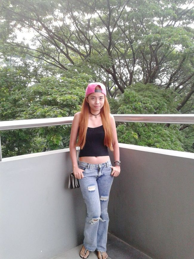 Hello World That's Me Check This Out Wearing CropTop Wearing Hat Distressed Jeans Casual Clothing Casual Look Casual Day Hanging Out Just Chillin' Simple Things Are The Best  Simply Stunning Blondes Have More Fun New Hair Color :) Filipina Simplicity Simplicity Is Beauty. Self Portrait Ootd Just Being Me ExpressYourself Selfie ✌ Peace