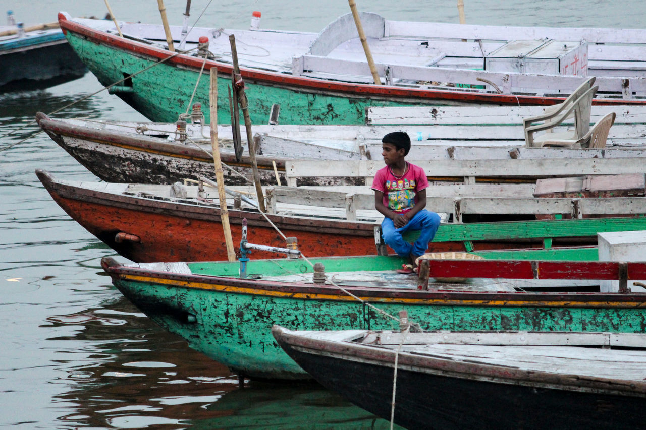 Nautical Vessel Transportation Full Length Mode Of Transport Casual Clothing Water Longtail Boat One Person One Man Only Day Outdoors Boats Boating Boats And Water Boats⛵️ Boats And Sea Ganga River Ganga Ghat Varanasi Ghats Banaras Varanasi Ganges Varanasi India Gangariver Boat Dock Sea
