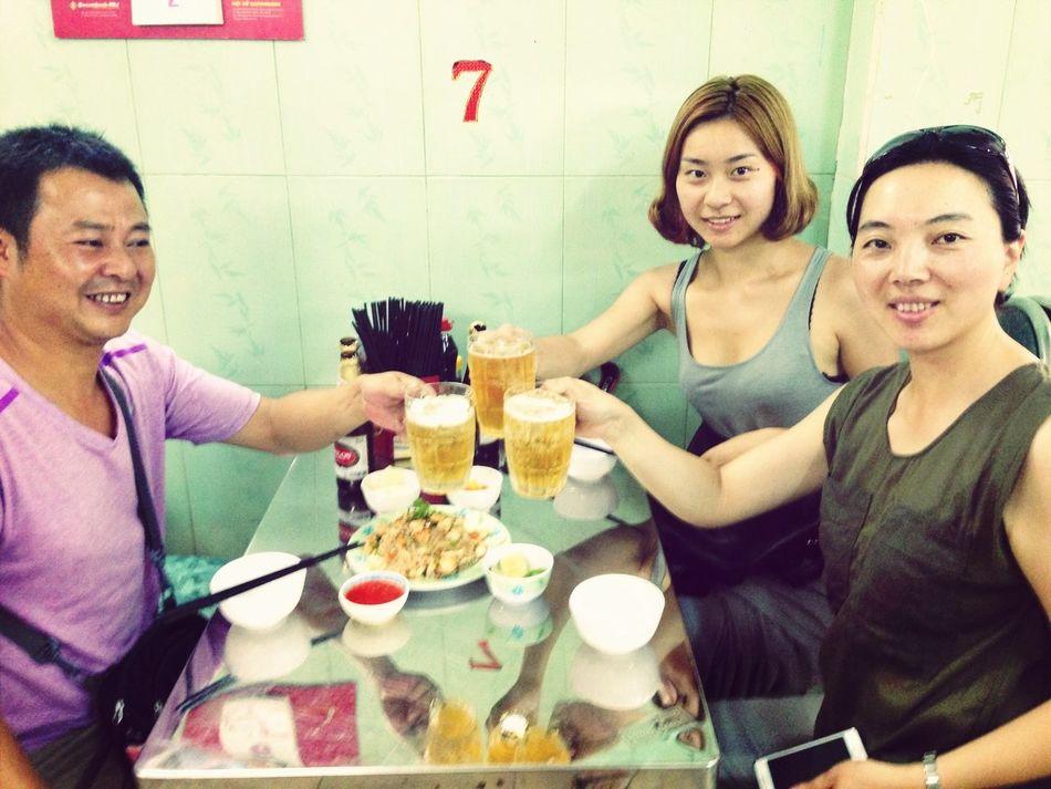 今天逛了教堂和中央邮局,中午吃了蟹肉炒饭,来杯啤酒,好爽啊!下午去湄公河散步