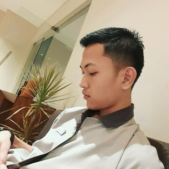 Candid while incharge.. 😊 Candidshot Headshot Close-up Day Side View Indoors  Powerlifting Cheese! Taken Human Body Part Tonight EyeEm Evening Daily Photoshoot Hotel Life Spam Photooftheday Hoteliers