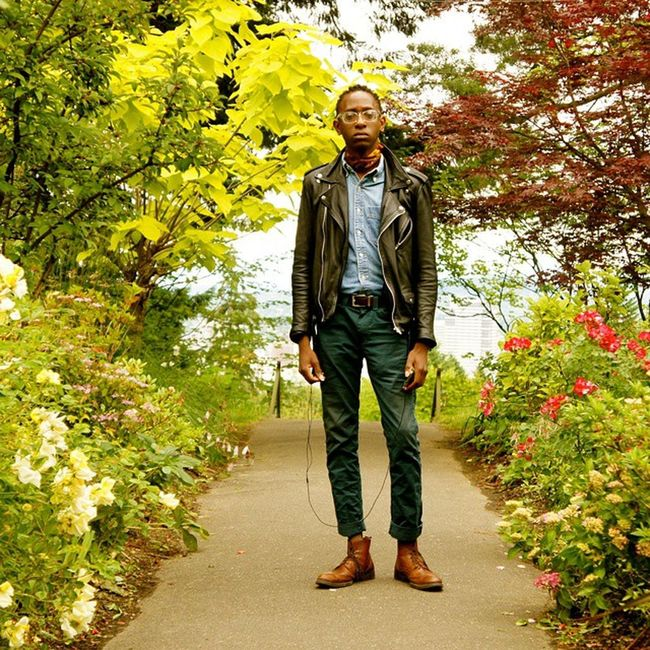 | Portland Rose Garden. @busaniguitars | Portland Portlandrosegarden Portlandinternationaltestrosegarden Rosegarden streetwear streetfashion streetstyle streetphotography workwear riderjacket leather wiw ootd rockerstyle longboard skateboard workboots brogues inspiration inspired blackfashion rose madeinamerica losangeles california nyc brooklyn southafrica zimbabwe
