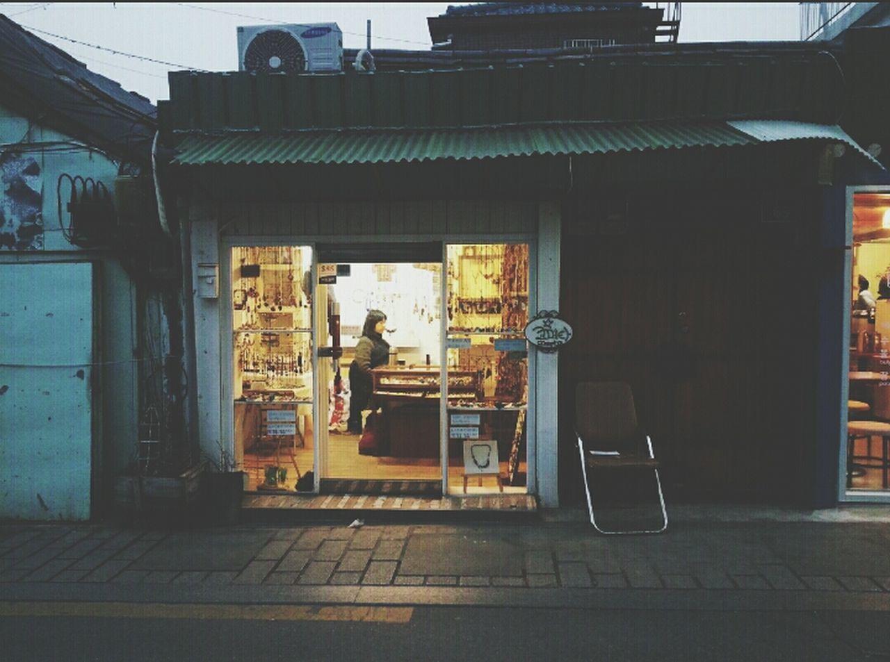 Seoul Takimg Photos  Woman In The Dark