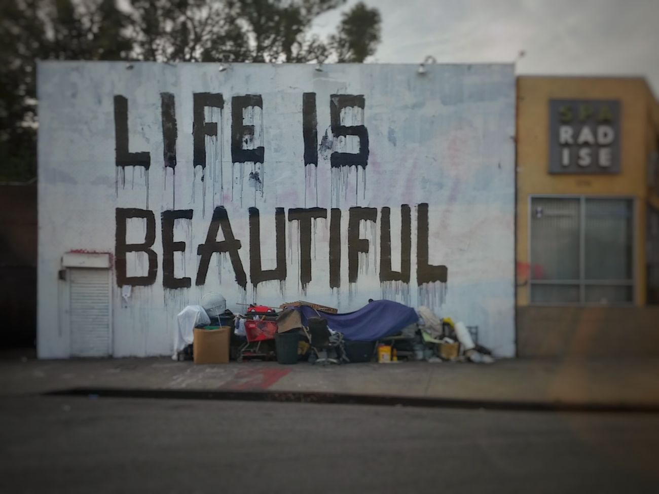Life Is Beautiful Graffiti Art Street Art Street Artist Mr. Brainwash Homeless Juxtapoz Juxtaposition Homelessness  Homeless People Street Photography Urban Art Graffitiart Graffiti & Streetart Graffiti Photography Urban Exploration Urban Photography Urban Lifestyle Urban Landscape Urban Geometry Brick Building Graffiti Wall Los Angeles Life Los Angeles - Street Los Angeles, California