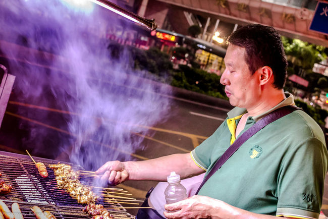 Street Food Worldwide Shenzhen.China Kind Man Street Photography Canon G1x Mkii Handheld Delicious Barbique Kebab Chinese Food Chinailoved Natural Light Behrang.us Behrang Photography