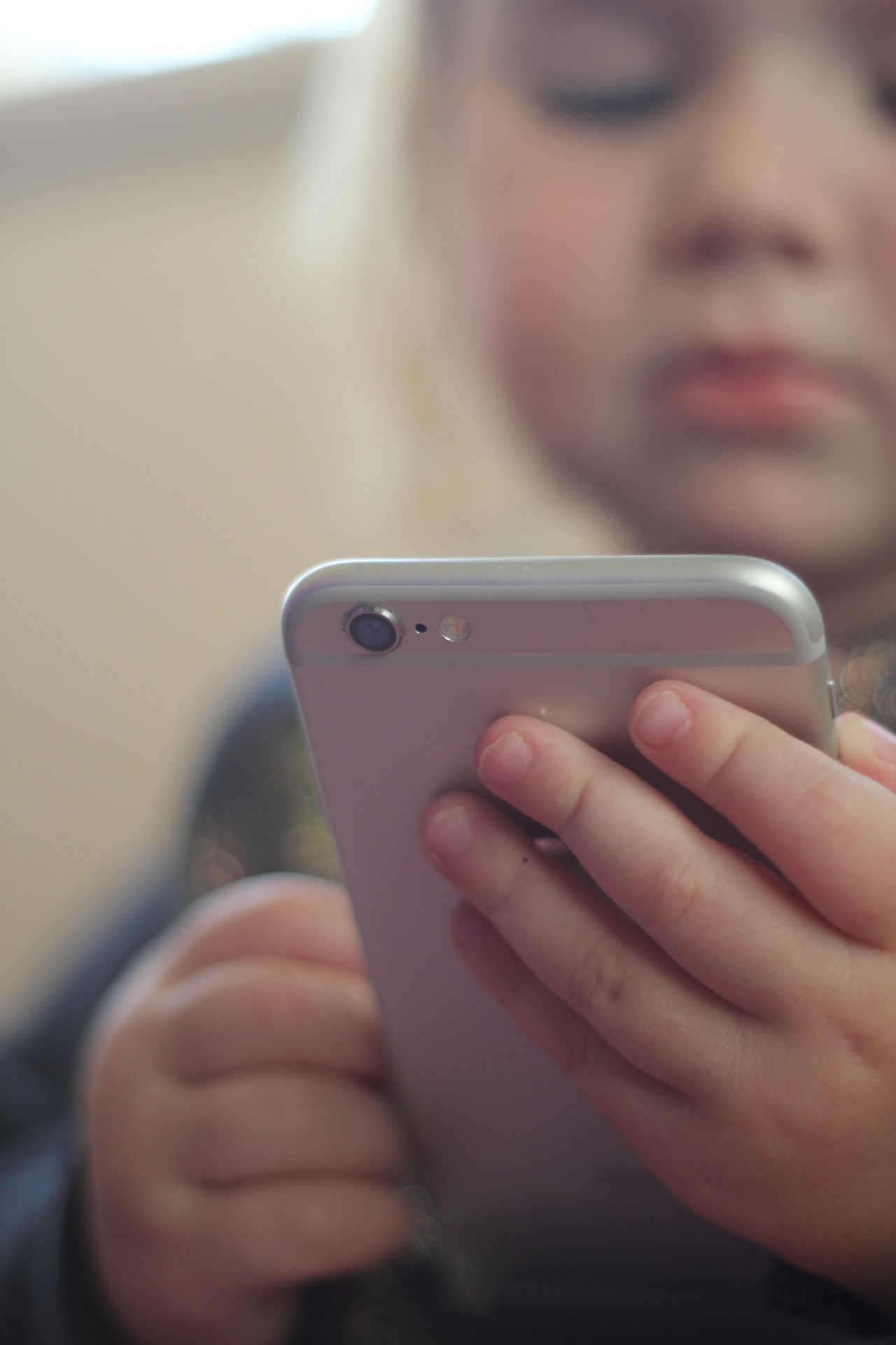 Child Phone Child With Phone Holding Kid With Iphone Kids App Kids Apps Kids With Phone Phone Danger Smart Phone Wireless Technology