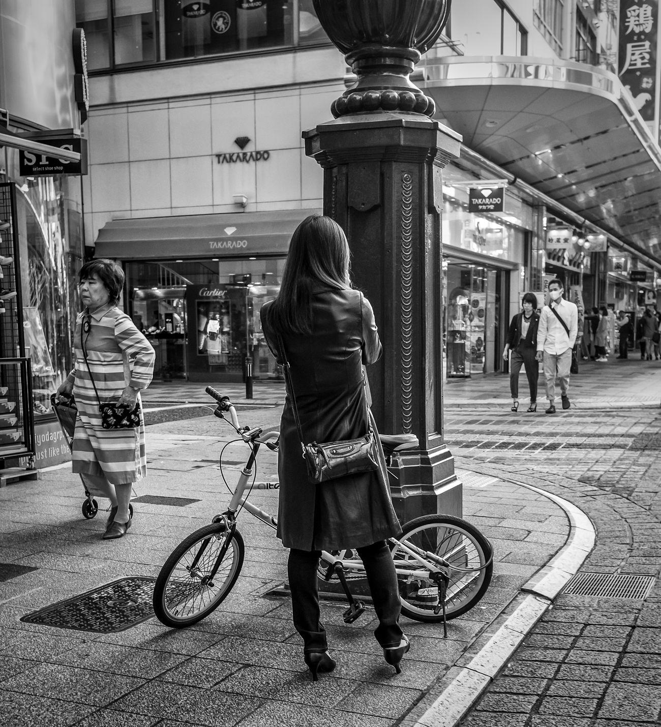 Neo Japan Japanese  ASIA Street Streetphoto_bw Streetphotography Blackandwhite Woman Fashion FujiX100S