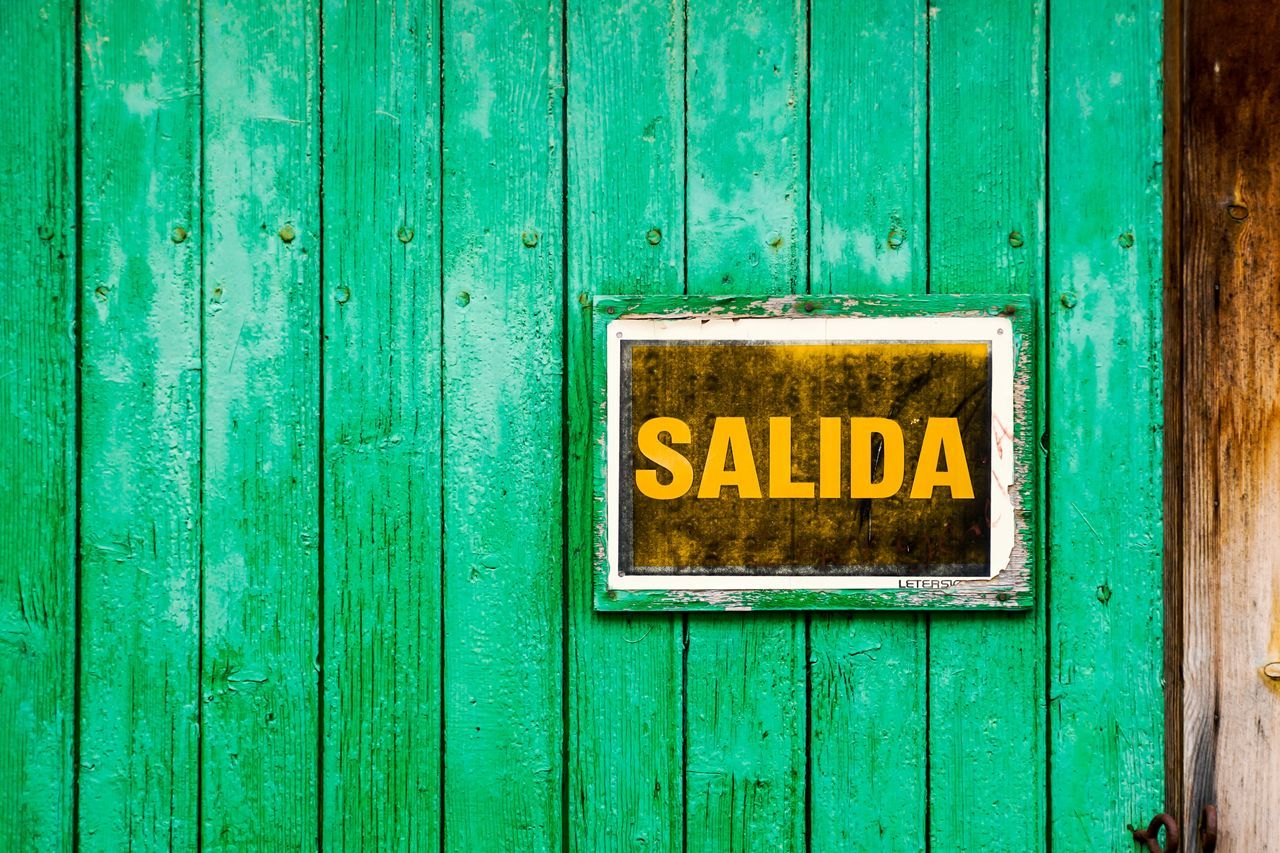 Close-up Day Door Green Green Color Minimalism Minimalistic No People Outdoors Sale Salida Sign The Photojournalist - 2017 EyeEm Awards Wood - Material Yellow