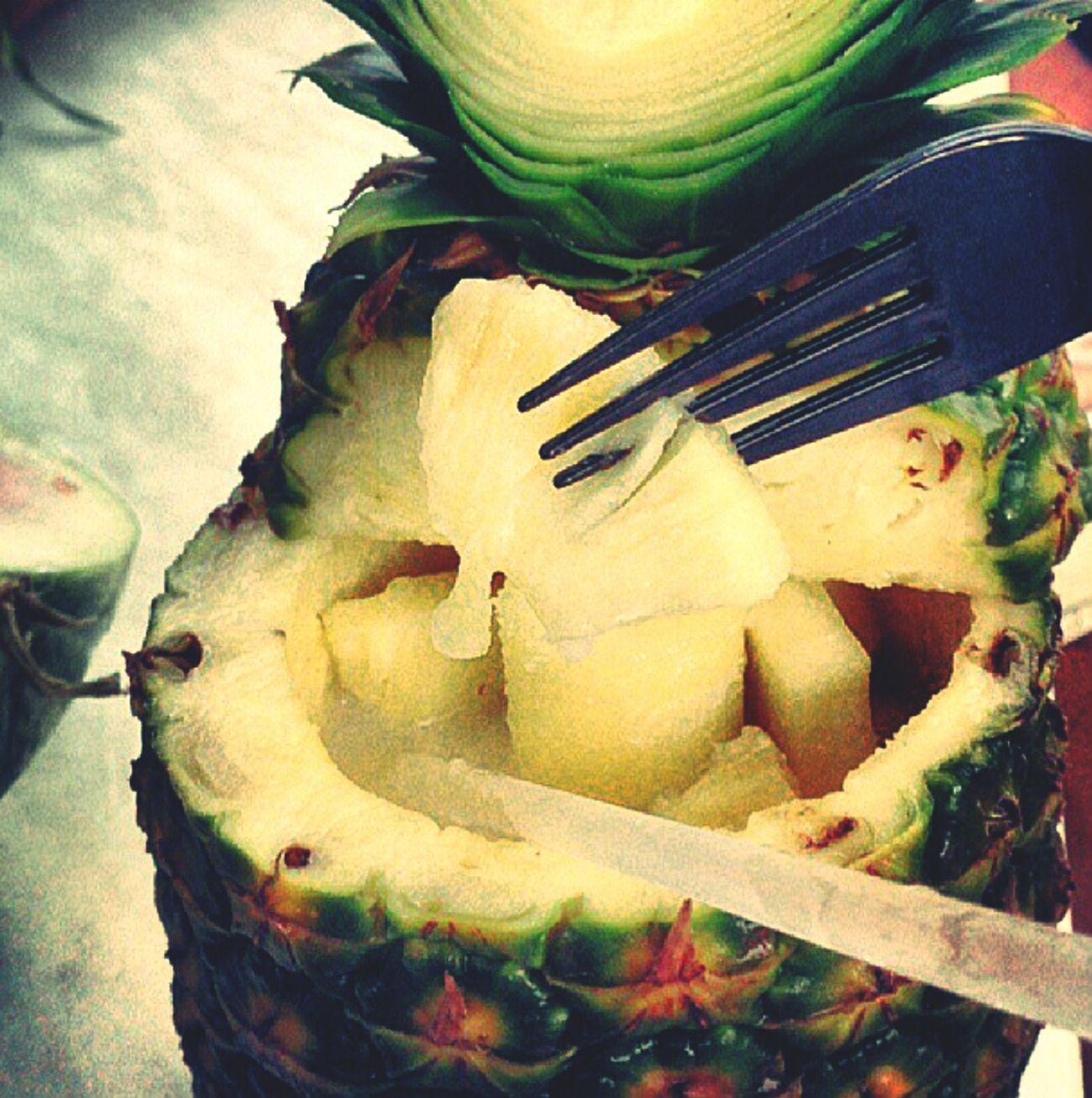 اشهى شيء لمن تكون مررررررهق ? و فجأه تاكل احلى فاكهة عندك و تكون مقطعه و داخلها عصير كراميل ??
