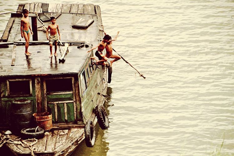 Boats Children People Kambodia Capturing Freedom The Photojournalist - 2015 EyeEm Awards The Action Photographer - 2015 EyEm Awards The Action Photographer - 2015 EyeEm Awards yipie...It's summertime... Holiday POV The Journey Is The Destination Action Jumping Water Boat Playing Adventure Club Miles Away