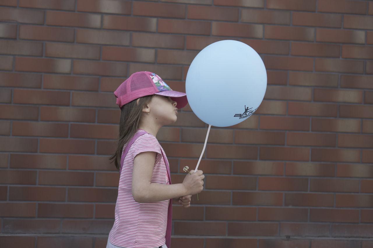 Blu Balons DZIERGACZOW Girl Girlwithbalos Portrey Rosa Girl Street Photography Wollaton Hall Yung