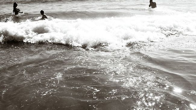 Playng in the water.. Playing Water Being A Beach Bum Beachphotography Beach Day At The Beach Taking Photo