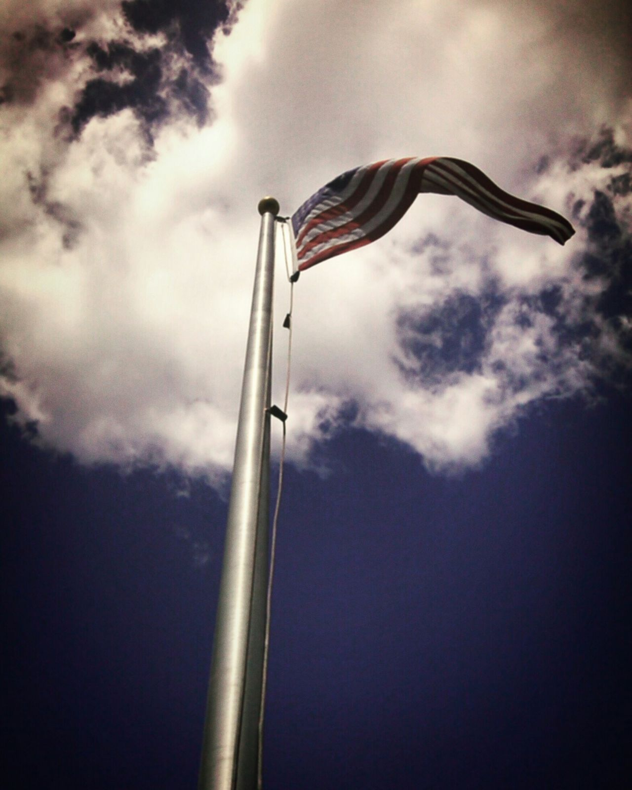 The American Flag moving with the wind 🍃☀ Looking At The Flag