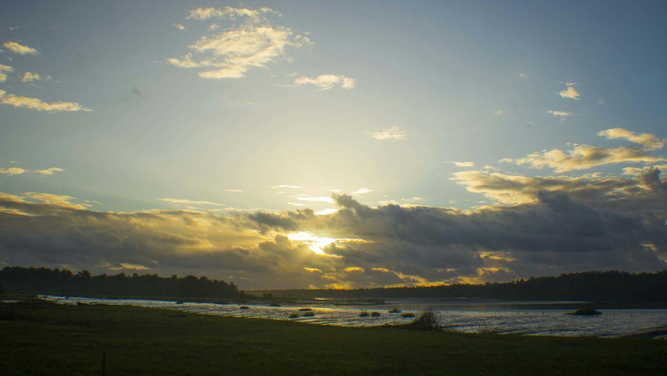 Good Sun. Comunidade do Livramento -AP Sun Working EyeEm Brasil Hello World Amapá RePicture Travel Ferry Skyline Sky And Clouds The Human Condition