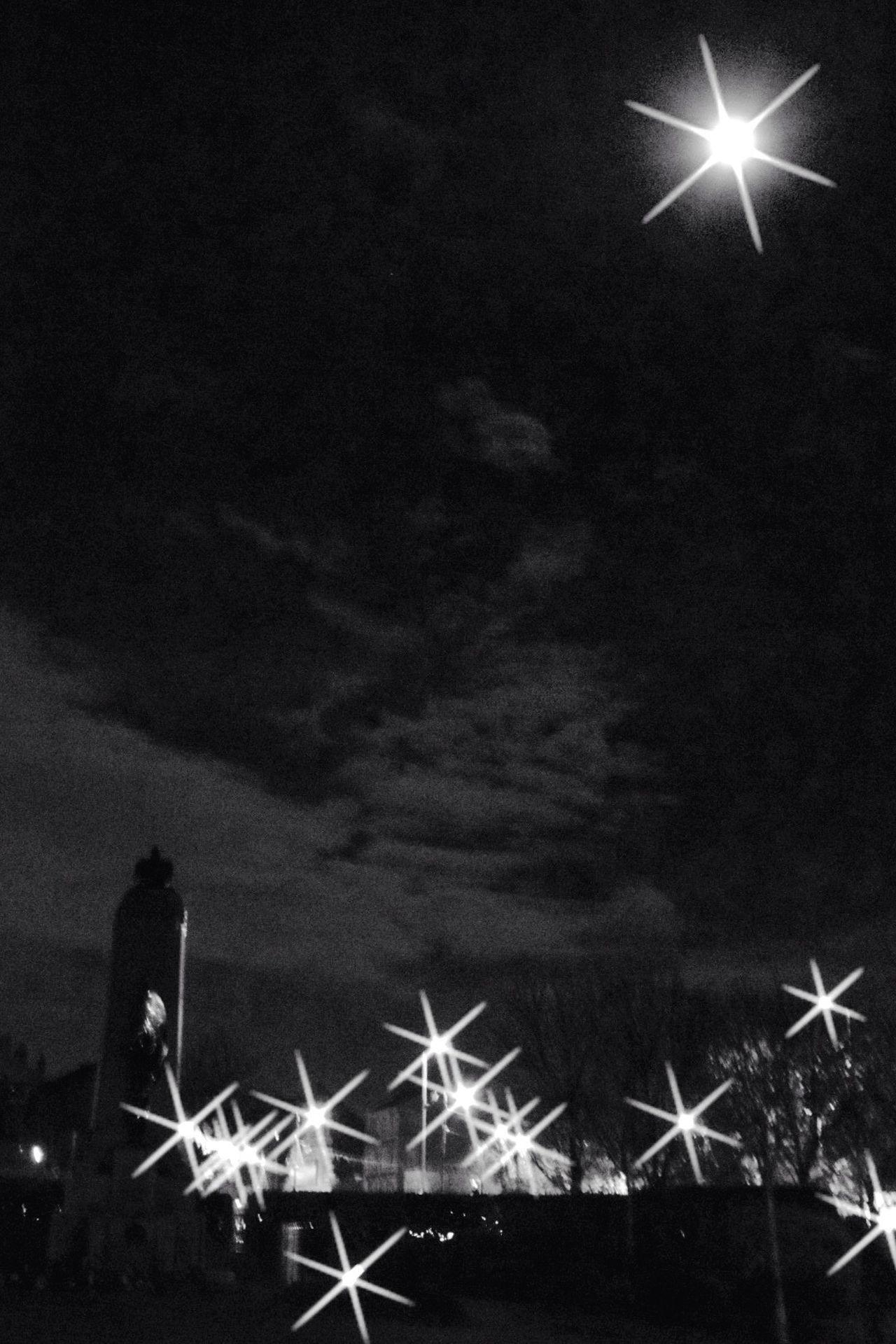 Sparkling, shiny full moon ... Sky Night No People Outdoors Black And White Black & White Glasgow  Scotland Urban Photography Eyeemphoto Full Moon Street Photography Streetphoto_bw Lights Street Lights Sparkle Shine