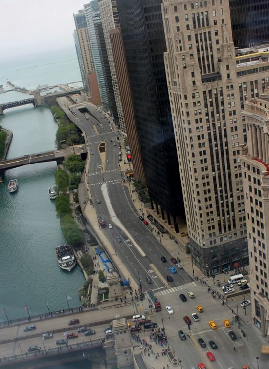 Chicago Chicagoriver Wacker Drive Cars Abovetheworld Chicago Architecture Highrise