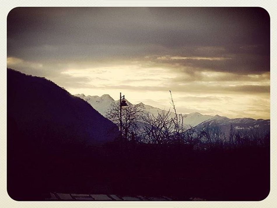 Tramonto sulle Montagne Innevate Neve Dopolapioggia Paesaggio Sunset Sunset_pics Sunsetlovers Landscapes Lanscape_captures Lanscape_lovers Lands Valsangone Aboutvalsangone @aboutvalsangone Snow Mountains