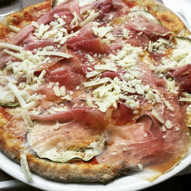 Pizza Pizza Time🍕 Yummy ♥ Yummy Food Food Cibo Slurp Cucina Italy❤️