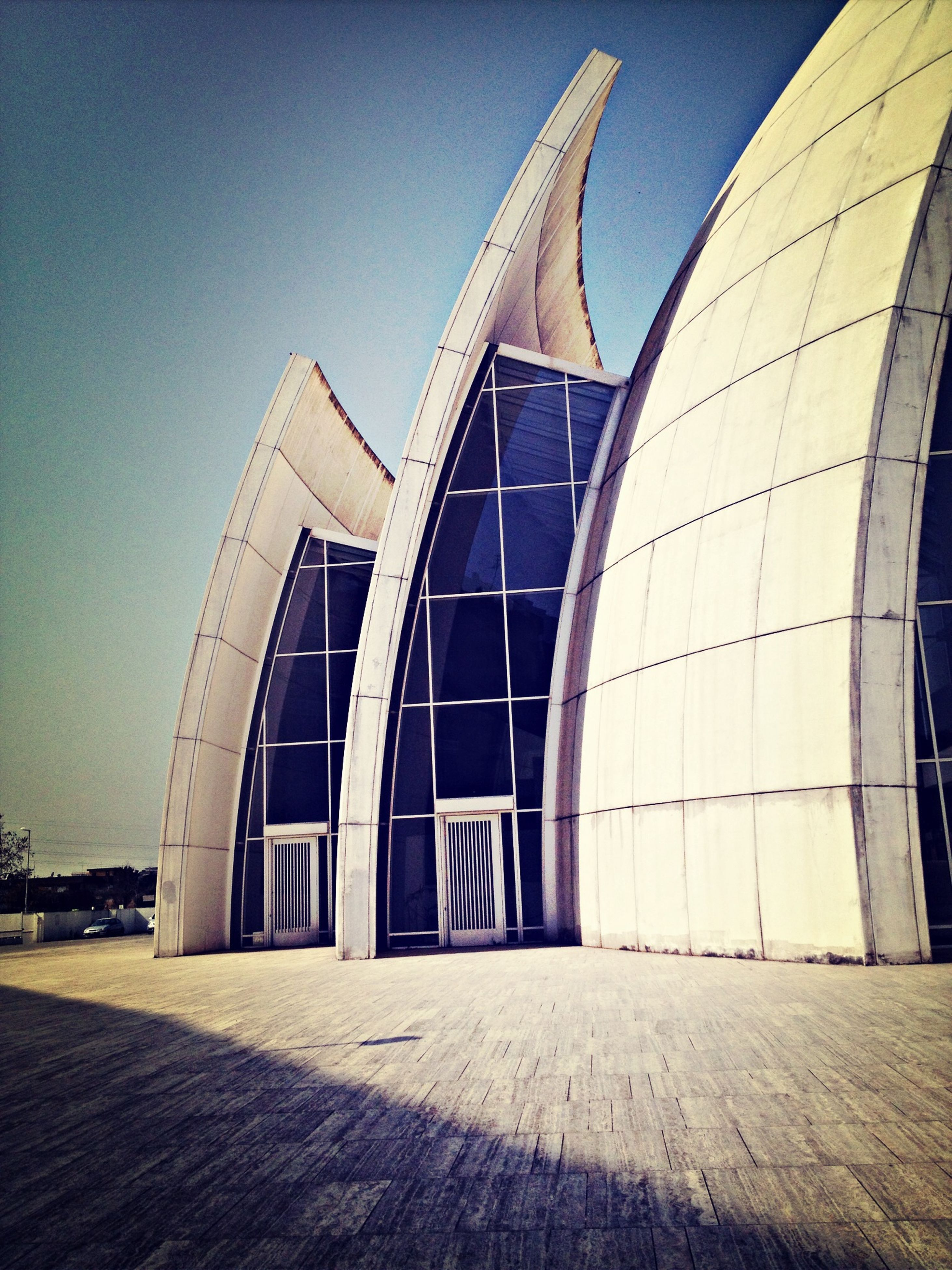 architecture, built structure, building exterior, clear sky, low angle view, modern, city, building, architectural feature, reflection, blue, outdoors, famous place, sky, day, no people, travel destinations, office building, copy space, sunlight