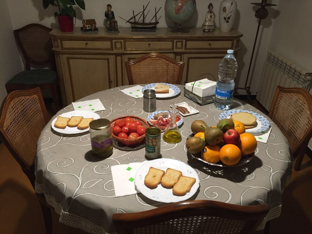 Apple - Fruit Bowl Drinking Glass Food Food And Drink Freshness Fruit Healthy Eating Home Interior Indoors  No People Plate Ready-to-eat SPAIN Table Tablecloth Tapas