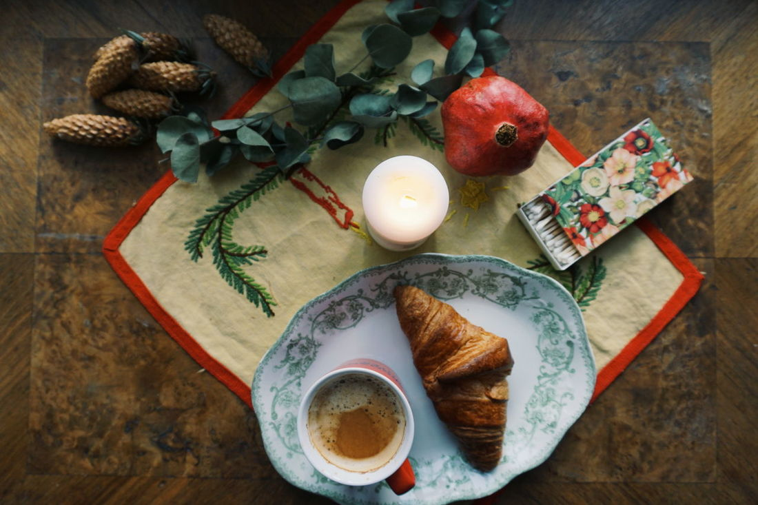 coffee and croissant and christmas Indoors  Food And Drink High Angle View Table No People Bread Studio Shot Healthy Eating Food Freshness Close-up Day Christmas Decoration Christmas Flower First Sunday Of Advent Christmas Ornament Tablecloth Top View Top Perspective Croissant Coffee Sweet Food Indoors  Advent Season Food And Drink