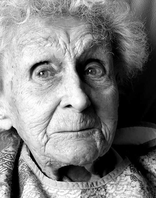 Schalk Cheek Oma Nan Old Age Portrait Close-up Wisdom Dusk Lebensabend The End Mum