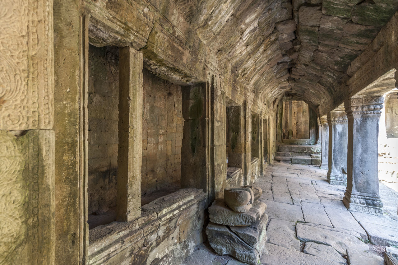 history, architecture, indoors, architectural column, built structure, abandoned, no people, day, corridor, ancient, old ruin, ancient civilization
