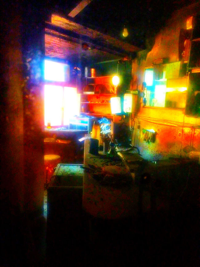 代々木 Yoyogi Tokyo Japan の 代々木会館 の 廃墟 Ruins 的な部屋も、光の加減ではこんな風に見える。 Light And Shadow Colors Light