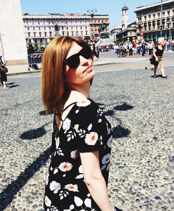 Very very hot in Milan🌞☀️🌞 Day Sunlight Adult Real People Women Only Women Built Structure Architecture Outdoors Building Exterior People Leisure Activity Travel Destinations Adults Only Sky City Young Adult in Milano