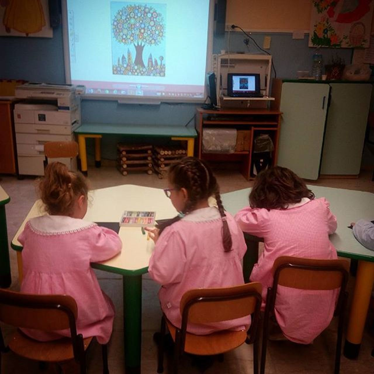 Copia di un'opera d'arte (folkart) Folkart Piccoliartistiallopera Karla Karlagerard Flowertree Paintingart Paint Scuoladellinfanzia