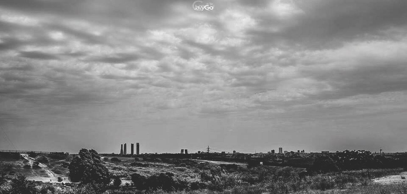 Madrid Streetphotography Blackandwhite Sky