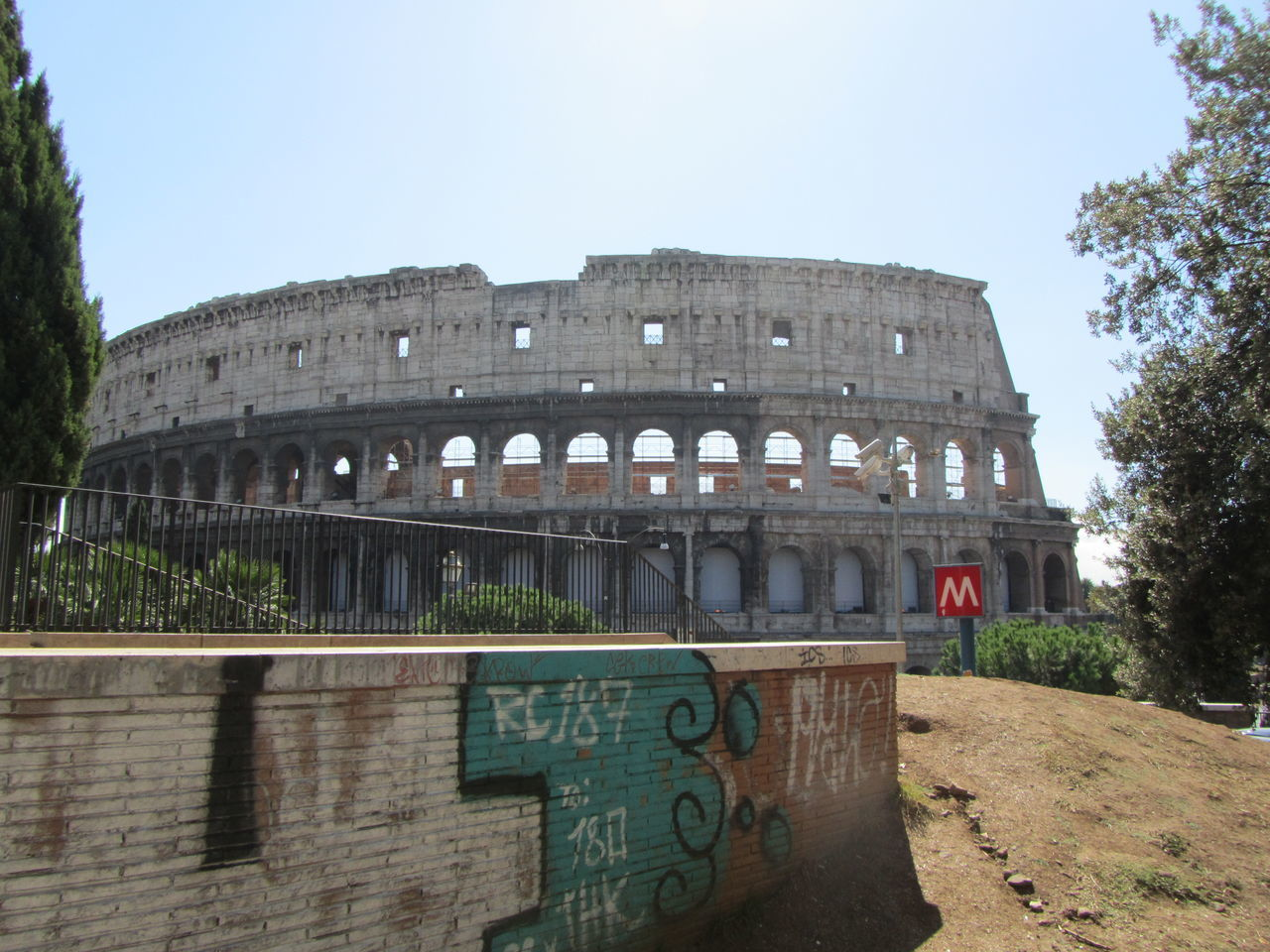 Colloseum In Rome Italy Enyoy The Moment Building Exterior Summer Sightseing Travel Destinations Where To Go Streetphotography Vacation Time Freetime Photos Daytime No People Graffity Art