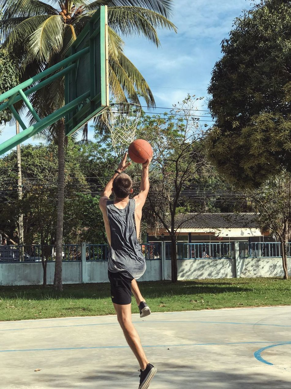 Basketball - Sport Sport Basketball Hoop Playing Vitality Jumping Leisure Activity Lifestyles Sky Full Length Court Motion Throwing  Tree Outdoors Ball Basketball Player Adults Only Day People Athleisure Athlete Active Lifestyle  Healthy Lifestyle Tropical Climate