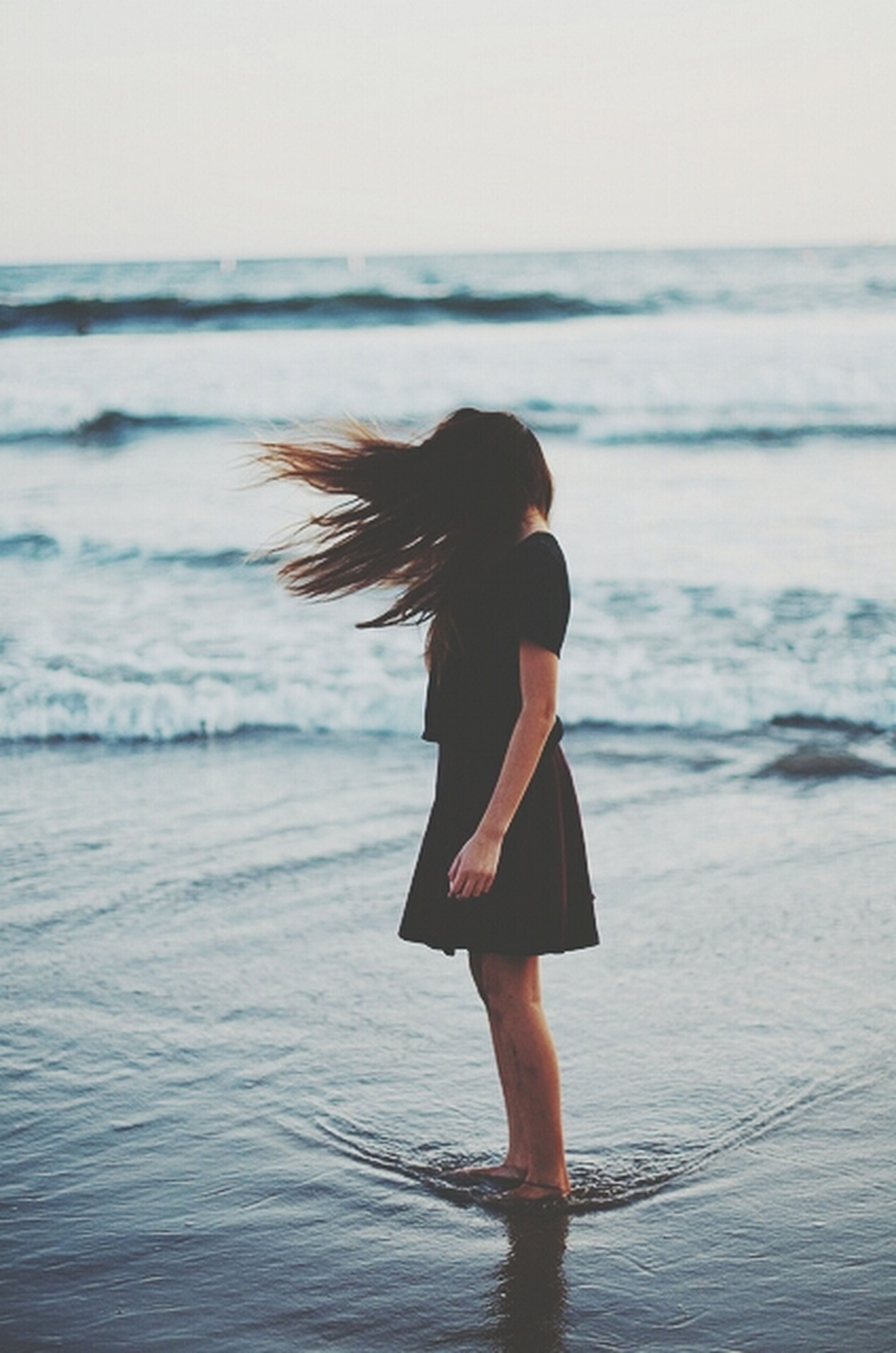 sea, water, horizon over water, rear view, full length, beach, lifestyles, standing, leisure activity, shore, person, tranquility, wave, side view, tranquil scene, nature, vacations, long hair