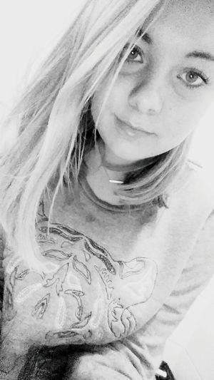 Demain depend de maintenant Me Girl Blackandwhite Relaxing Home Girlygirl Rain Clouds White Haircut