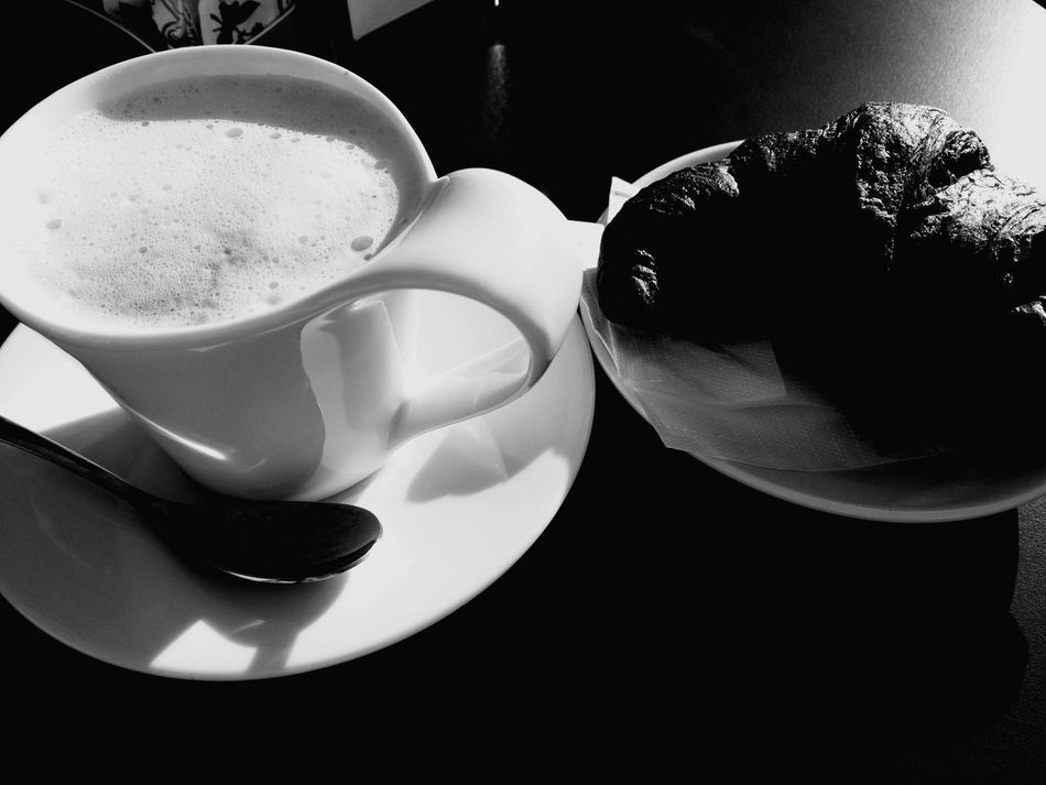 Hello World Good Morning Goodday Cappuccino ♥ Brioches Croassaint Wakeup Wake Up! Goodwakeup Love ♥ Mygoodmorning