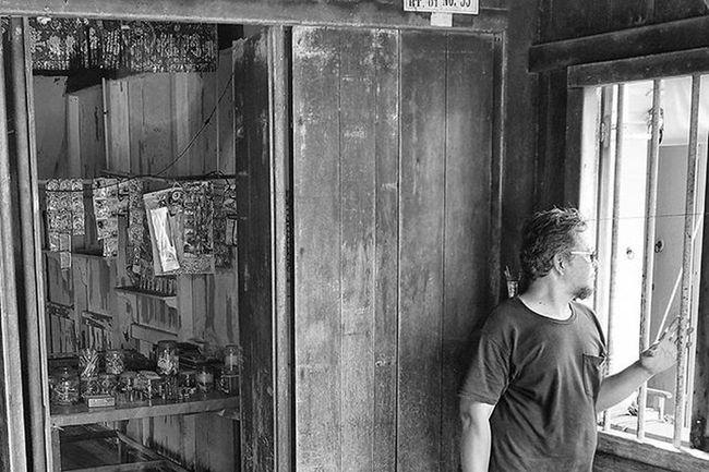 Once in front of the house, my home sweet home. Suatu ketika didepan rumah, rumahku istanaku This photo is dedicated to my bro : @raikko9 Mohd Radzi si @wirautama Dailylife Wonderfulkepri  Explorekepri Indonesia_photography Kompasnusantara Pewartafotoindonesia Natgeonesia 1000kata Wonderfulindonesia Serikat_FI_Indonesia IndonesiaOnly Photooftheday Thephotosociety Bnw_worldwide Bestshooter_bw Monochrome Mirrorlesscamera Olympusomd Em5 Olympusomdem5 Olympusuk Getolympus