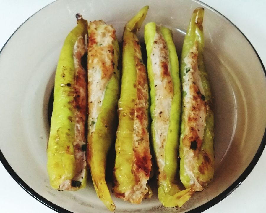Grilled sweet pepper filled with chopped chicken🍻 Food Grilled Food Grilledsweetpepperfilledwithchoppedchicken Grilledsweetpepper Thaifood ThaiFoodGoodTaste Thaifooddelicious Thai Style Thai Style Food Sweetpepper Greenpepper Food And Drink Ready-to-eat