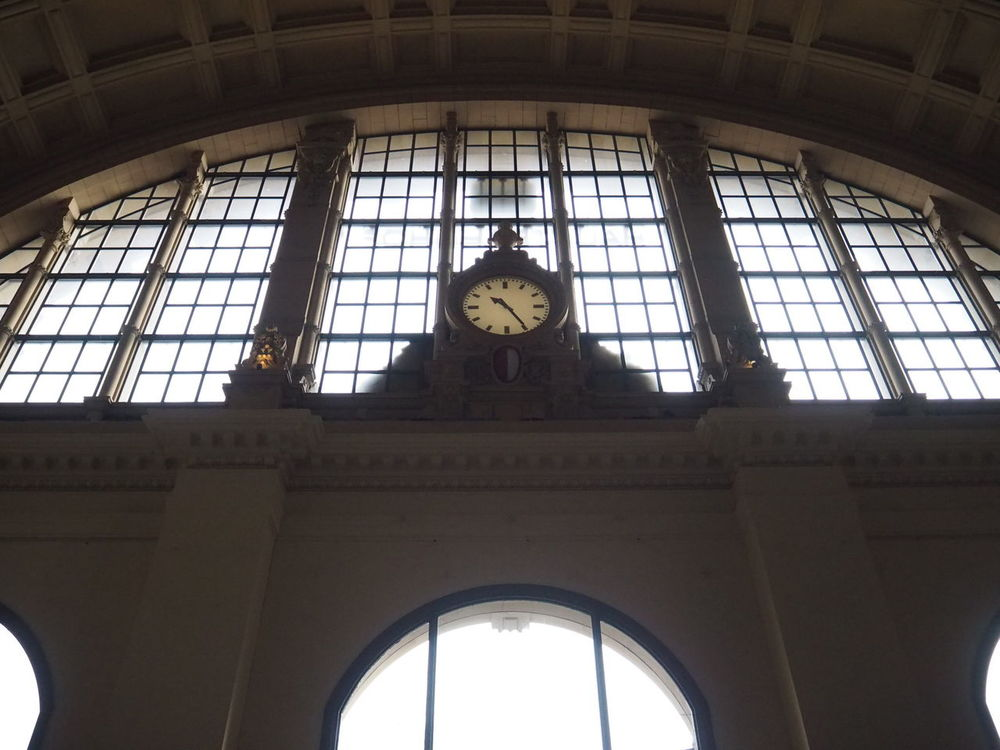 Clock Time Railroad Station Indoors  Architecture Frankfurt Hauptbahnhof Frankfurt Olympus Olympus Om-d E-m10 Noedit Nofilter