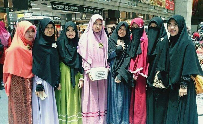 Muslimah Indonesia di Taiwan .. Muslimah Muslimwomen Hijab Syar'i Hijabstyle  Hijabers Enjoying Life Friendship Best Friends ❤ Holiday